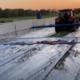 Kornet beton afdekkleed achter tractor
